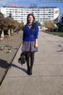 Black-stradivarius-boots-black-pieces-bag-blue-zara-blouse