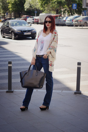 navy Zara jeans - white Stradivarius shirt - black Zara bag - Ray Ban sunglasses
