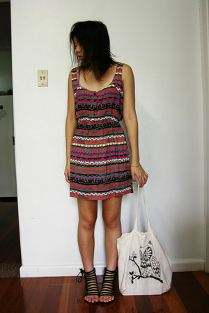 aztec Jay Jays dress - cotton cotton on bag - leather Novo sandals