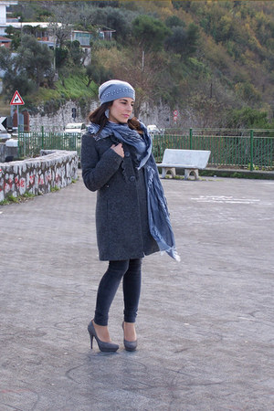 silver Conbipel hat - heather gray verysimple coat - heather gray SISI leggings