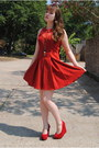 Red-dress-red-wedges