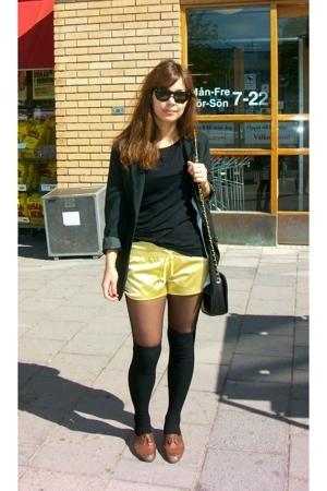 H&M shorts - Ray Ban sunglasses