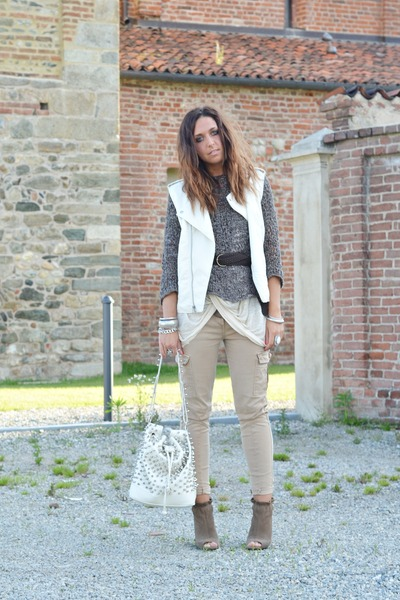 light brown Zara wedges - eggshell MIABAG bag - camel Zara pants