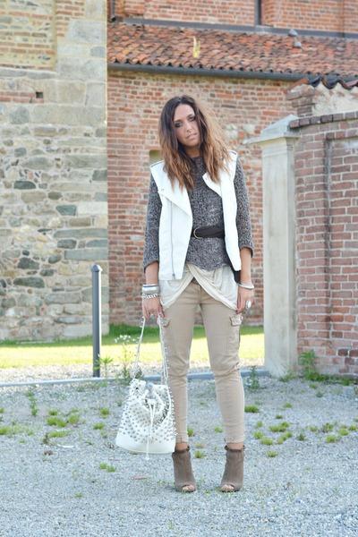 light brown Zara wedges - eggshell MIABAG bag - camel Zara pants