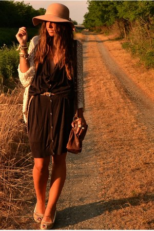crimson cardigan-dress H&amp;M dress - camel floppy hat Bershka hat - crimson satche