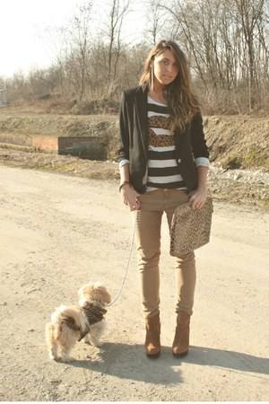 white zara T-shirt t-shirt - bronze boots boots - camel no brand yoyos coat coat