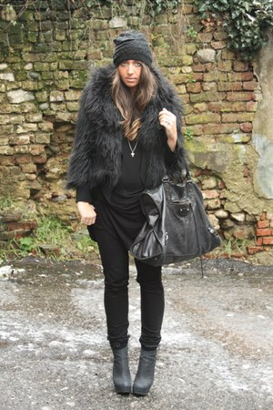 black Boohoo coat - black Zara shirt - black H&amp;M pants - black River Island boot