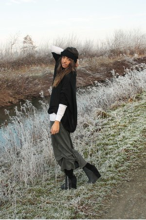black H&M shirt - white H&M sweater - heather gray H&M skirt - black H&M accesso