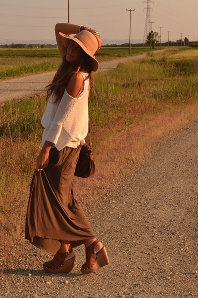 camel floppy hat Bershka hat - camel sweater H&amp;M sweater - brown maxi-skirt Zara