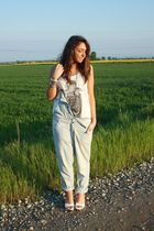 white H&M top - gray H&M top - silver Zara jeans - white no brand shoes - silver