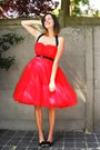 Black-shoes-red-dress
