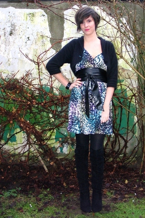 black cardigan - blue dress - black boots - black tights - black bracelet