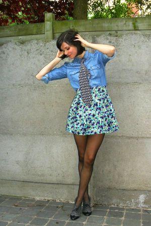 blue shirt - blue skirt - black tights - gray shoes