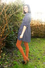 Navy-dress-burnt-orange-tights-dark-brown-clogs-silver-necklace