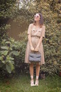 Beige-dress-black-bag-ivory-accessories