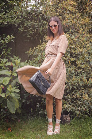 beige dress - black bag - ivory accessories