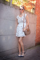 navy shoes - ivory dress - bronze bag
