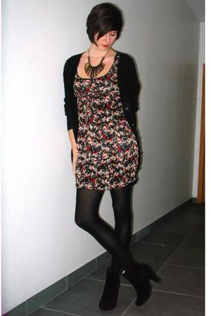 black cardigan - black dress - black boots - black necklace