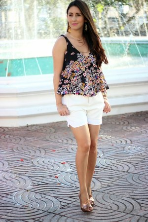 cream Zara shorts - black Zara top - bronze Nine West sandals