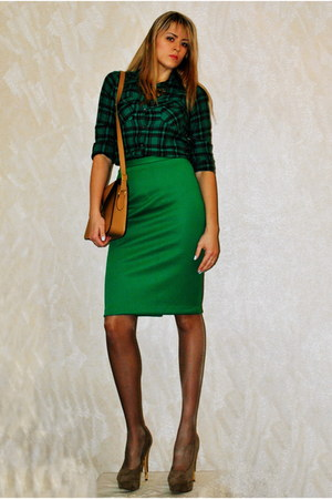 green New Yorker shirt - bronze bag - light brown heels - green DIY skirt