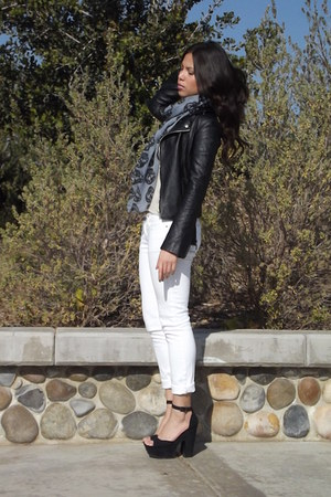 Kaitlyn scarf - BDG jeans - Piko 1980 jacket