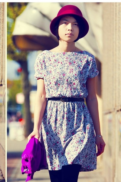 off white floral dress - magenta hat - black tights - magenta bag - black belt
