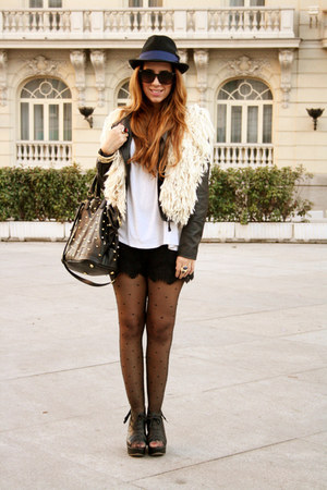 Stradivarius shorts - pull&amp;bear hat - Parfois bag - Mango sunglasses