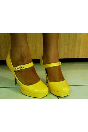 yellow Urbanogcom shoes