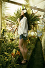 Black-gee-wawa-shoes-levis-shorts-ivory-dolce-vita-top