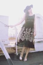 vintage skirt - thrifted hat - thrifted heels - vintage top