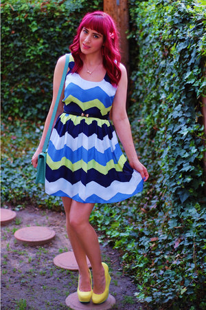 aquamarine messenger Forever 21 bag - blue chevron BB Dakota dress