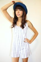 blue hat - white vintage