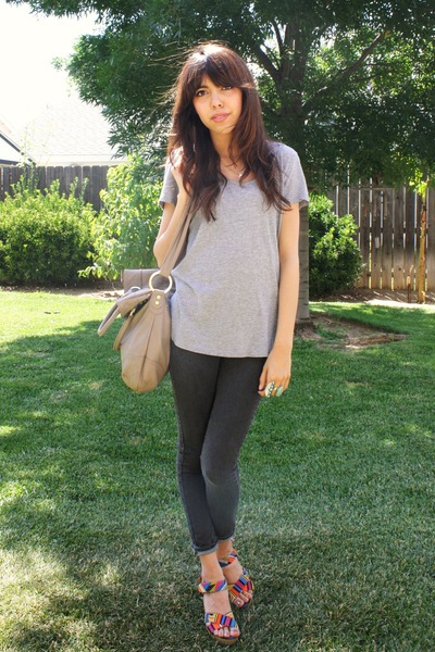 gray f21 shirt - gray BDG jeans - Cynthia Vincent for Target shoes - gray purse