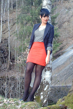 red H&M skirt - black H&M blazer - black bullboxer shoes - white vintage accesso