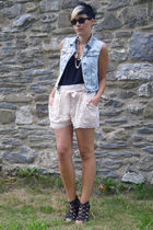 black top - pink H&M shorts - black shoes - blue Primark vest