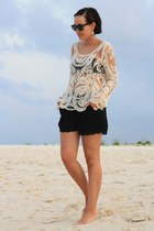 eggshell crochet Chicwish shirt - black Akira shorts