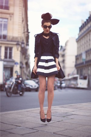 white Ginger Fizz skirt - black Chicwish coat
