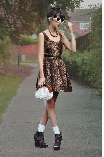 brown betts wedges - brown romwe dress - off white Chicwish bag