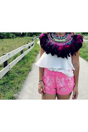 white H&M shirt - hot pink sans souci shorts - hot pink Zaitegui necklace