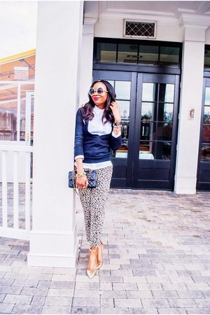 Chanel bag - Tom Ford sunglasses - Zara pants