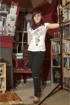 Charlotte Russe t-shirt - Macys jeans - delias shoes - na scarf