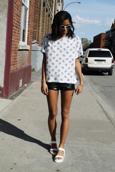 black faux leather H&M shorts - white printed Topshop t-shirt