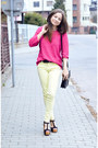 Cream-zara-pants-hot-pink-secondhand-sweater-black-secondhand-bag
