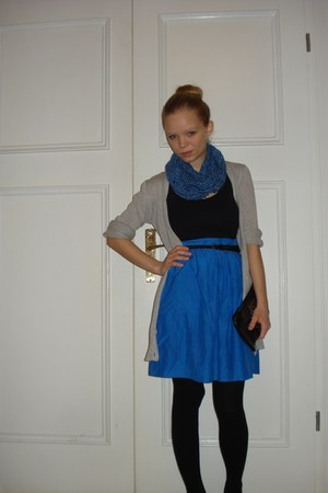 blue made by me scarf - black studded Balzar purse - black New Yorker heels