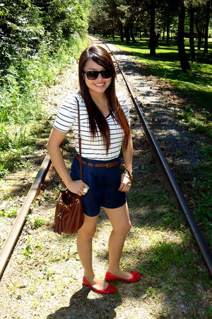 red shoes - blue Forever 21 shorts - Forever 21 top - brown H&amp;M purse - Guess Fo