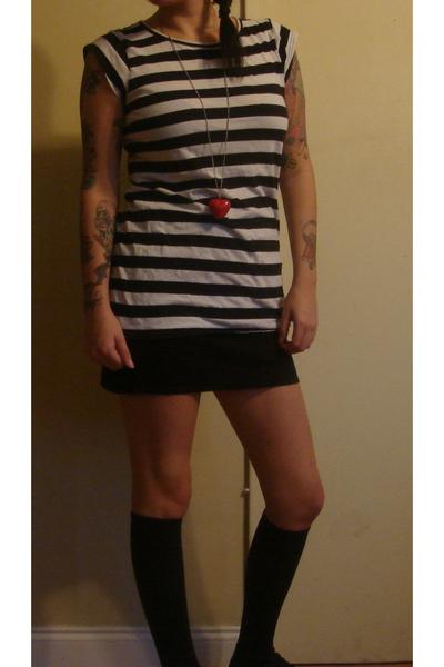 Forever 21 t-shirt - American Apparel skirt - American Apparel socks - vintage s