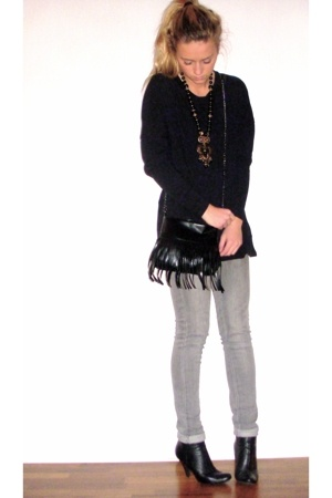 gold necklace - black ankleboot boots - gray skinny jeans - black fringed bag