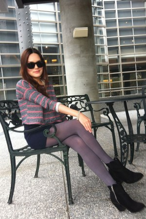 black sunglasses - heather gray tights - navy skirt - heather gray top