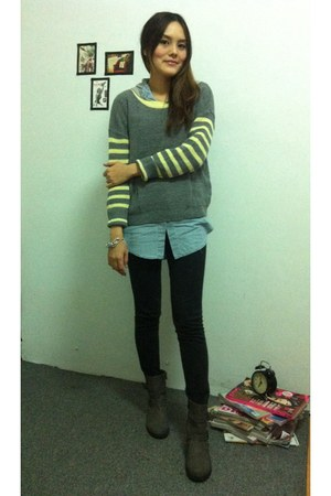 gray Uniqlo leggings - heather gray boots - heather gray sweater