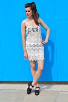 Crochet-cotton-bird-on-a-wire-dress